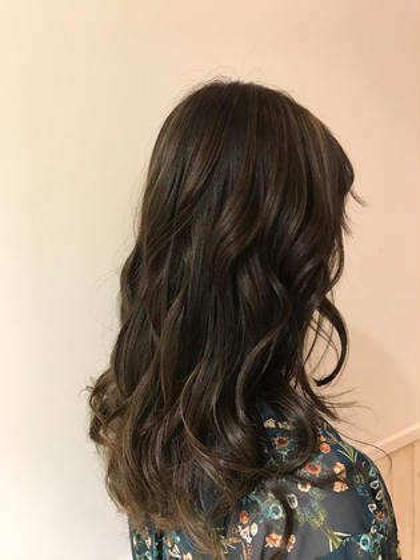 カラー セミロング パーマ ヘアアレンジ 💜透明感カラー💜           夏のオススメ⭐︎ハイライトたっぷり⭐︎                               グレージュカラー              赤みが強い髪の毛でもブリーチハイライトで                                   赤味を撃退💘                            是非お任せ下さい⭐︎