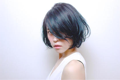 cut ボブベースで、しっかりとカットで作ったヘアに軽さを出しワックスだけで柔らかく。  color ダブルカラーでグラデーションにて青色を入れ他と一味違ったカラーに。 RENJISHI所属・池田涼平のスタイル