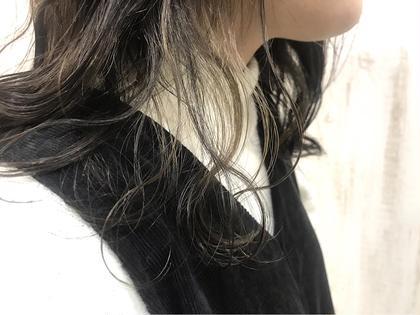 インナーカラー☆ *ブリーチ1〜2回必要です。 white  梅田所属・真鍋龍平のスタイル