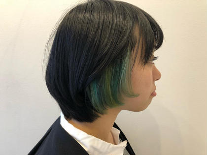 ポイントのデザインカラー🌈耳にかけた時におしゃれに出るビビットカラーです。カラーもいろいろなグリーンを入れオシャレに👩🏼💕 apish国分寺所属・カラー指名No1🌟中島和樹のスタイル