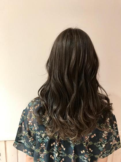 カラー パーマ ヘアアレンジ ミディアム 💜透明感カラー💜           夏のオススメ⭐︎ハイライトたっぷり⭐︎                               グレージュカラー              赤みが強い髪の毛でもブリーチハイライトで                                   赤味を撃退💘                            是非お任せ下さい⭐︎