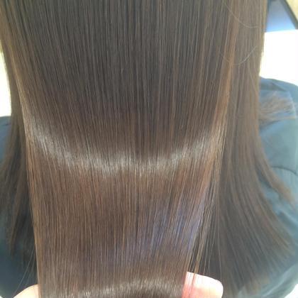 アッシュベージュの透明感あるカラー 日本人特有の赤みを抑えて濁りのない髪色に hairsalonsasa所属・山岸一樹のスタイル
