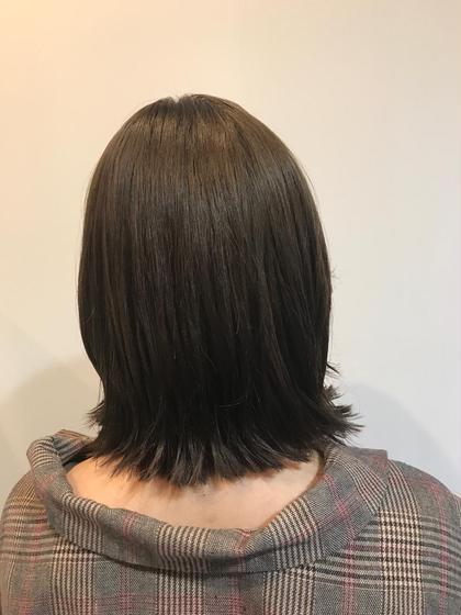 ミディアム 髪の毛のダメージ気になるお客様がツヤツヤの外はねボブに変身⭐⭐⭐  髪の毛が綺麗になるだけで気分は全然変わりますね☘️  ダメージがある方はまず髪の毛の状態が綺麗になるようにトリートメントと超音波でヘアケアしましょう❤️