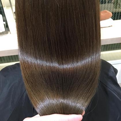 【透明感バツグン美髪ヘア】  赤味をしっかりと抑えて透明感を出します。 トリートメントは内部〜外部まで補修する事で 美髪にさせていただきます。 k-two青山店所属・✨小顔カットNo.1吉原潤✨のスタイル