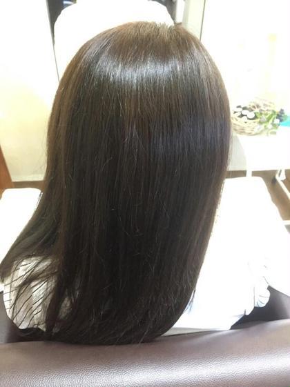 モデルさんの毛質を活かしたツヤめきグレーアッシュ 今流行りの欧米人風カラーです(^o^) lilas crown所属・小森田智子のスタイル
