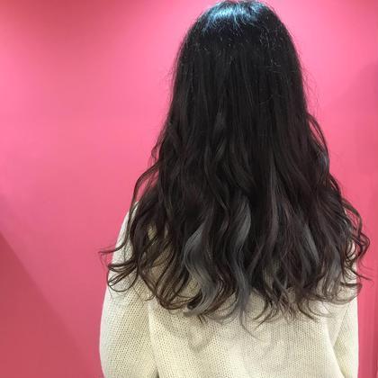 インナーカラー   シルバー 時田優生のロングのヘアスタイル