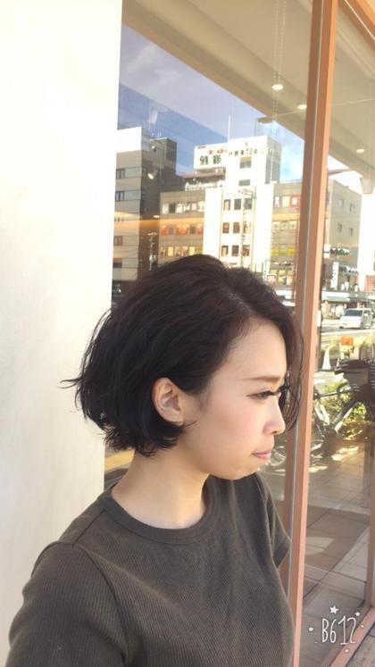 ⭐️パーマ風くせ毛ボブ⭐️ 肩下からバッサリと切りっぱなしに切る事で元々のクセを活かしてパーマ風に仕上がります♪ 佐久田遼真のショートのヘアスタイル