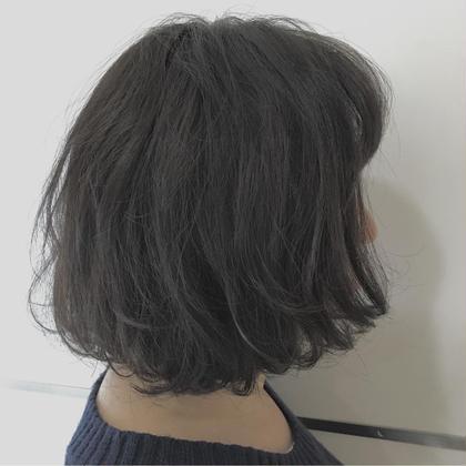 ミディアムからバッサリボブにカット! アゴラインだった前髪も思いきり切ってふんわりバングつくりました♫ 少し巻くだけで簡単にふんわりするボブです。 似合う長さを見つけましょう♫ Hip's eyes (ヒップスアイズ)所属・HIRONO(ヒロノ)のスタイル