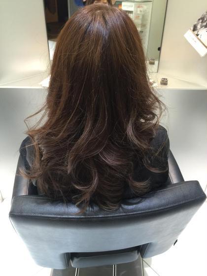 毛先を少しくすませて、遊びのあるスタイルにカラーさせていただきました( ´ ▽ ` )ノ TONI&GUY所属・宮川健太郎のスタイル