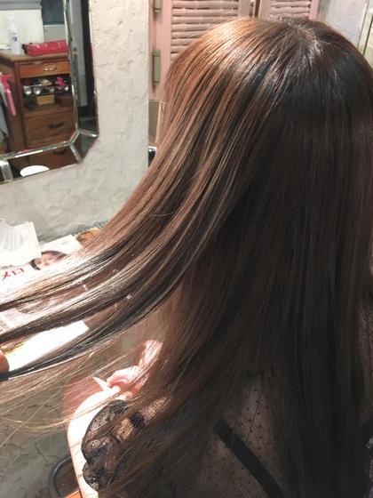 チャコール×アクア×ベイリーフ  元からのブリーチ毛を生かし、ベイリーフで赤みを抑えつつ透け感のあるカラーに✨   salon de mw所属・川上真衣のスタイル