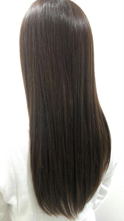これからの春時期にオススメのアッシュカラー、、 **フォギーグレージュ** アッシュカラーによくある金髪みたいになってしまうというかた、このカラーではグレーを使っているので、嫌な黄味がでず、透明感と艶のある髪になります! 落ち着くけど暗くなり過ぎないので、落ち着かせたい方にもオススメ!! ケンジ(KENJE)南林間所属・山本裕梨のスタイル