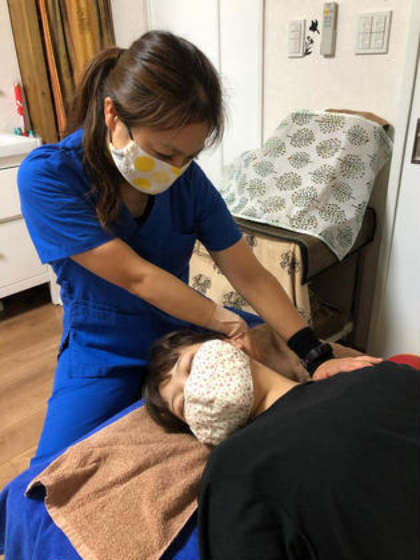 小顔オステオパシー(小顔、顎関節症、花粉症)     顔や顎の筋肉を整え、リンパの流れをスムーズにする小顔ケア。