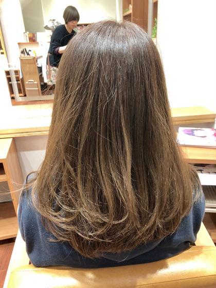 アッシュベージュです 光に透けたときの透明感は バツグンでございます(*´-`)  おしゃれ女子必見のヘアカラーです♪ DUNOhair所属・松本春菜のスタイル
