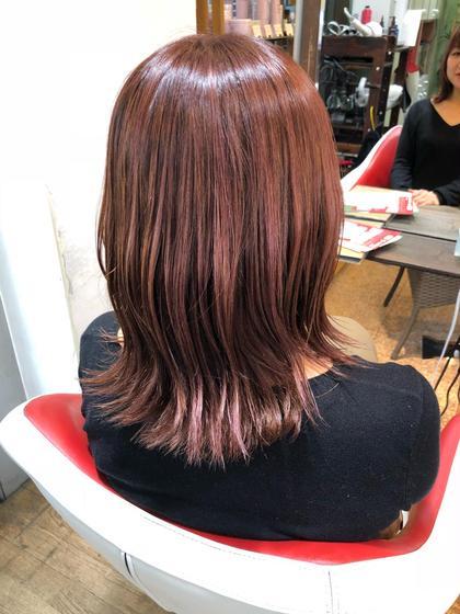 細めのハイライトを全体に入れ、その上から明るめのピンクをオンした、やりすぎないピンクカラーです✂️ HONDA PREMIER HAIR所属・小林駿平のスタイル