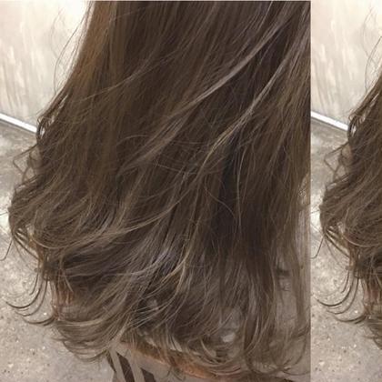 お客様スナップ☆  ハイライト×グレージュ YUTAROのセミロングのヘアスタイル