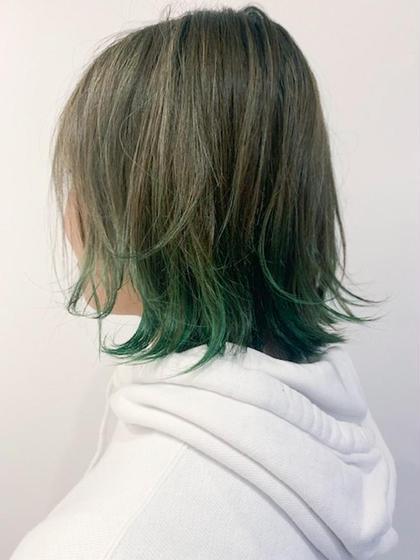 カラー 細かいハイライトをたくさーんいれて 毛先はビビットグリーンの裾カラー💚 周りと差をつけたい方にオススメ