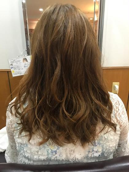 まばらだった毛先を揃え表面を指通りがなるようにカットしています。 松本平太郎美容室   立川店所属・富田隼仁のスタイル