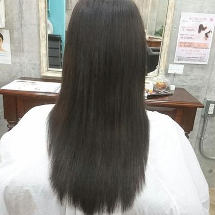 夏に明るくした髪にダークトーンで、 色味はオリーブアッシュです Hulahair所属・岸本渉のスタイル