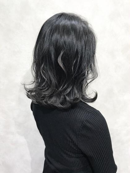 【ブルーグレーブラック☺︎】  ブラック系カラー💁♂️  ブルーとグレーをMixしたお洒落な暗髪ヘアに♪   ✔︎お洒落な暗髪ヘアにしたい方 ✔︎ブリーチ毛の髪の毛を、色持ち良く、色落ちも楽しみたい方 ✔︎カラーの明るさに制限のある  などにオススメです🙆♂️   インスタグラムで、その他スタイル更新してます。 気に入ったスタイルは保存しておいてもらうと カウンセリングがスムーズです☆  instagram→@hayatoniwa