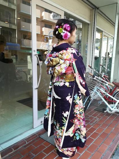 成人式の前撮り用の着付けとヘアアレンジです💕 お花をたくさんあしらったヘアアレンジが流行りですね