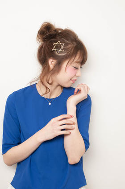 お団子でラフなアレンジヘア hair care salon Schon所属・久木元 猛志のスタイル