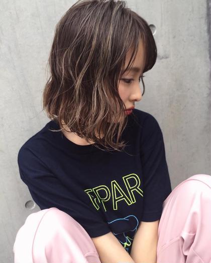 ハイライトカラー ディレクター飛田ケイのミディアムのヘアスタイル