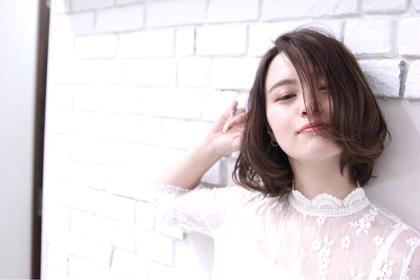 毛先に少し動きをだしたボブミディスタイル♪ 前髪長めのオトナスタイルです☆   F.所属・F.〜エフ.〜中崎町のスタイル