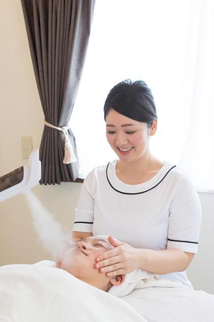 きめ細やかなスチームも心地よいフェイシャルの要素の一つ。毛穴を開いて汚れもOFF 小顔痩身 Relaxation Esthetic 彩所属・宮内 千尋のフォト