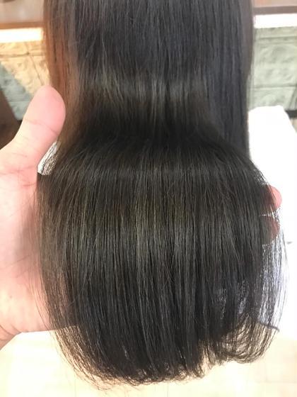 カラー ロング ✔️イルミナカラーグレージュ  ✅イルミナカラー   イルミナカラーとは、「WELLA」が開発した革命的なヘアカラーです。今、話題沸騰中のこのカラーは、日本人特有の硬い髪もやわらかな印象に。キューティクルのダメージを最小限におさえ、光が反射するツヤのある美しいヘアカラーが実現できます。今まで、透明感を出すにはブリーチをするしかなかったのですが、イルミナカラーは日本人特有の赤みを飛ばして外人のような透け感を出してくれる画期的なカラー!このカラーだけで外国人風の透明感を出すことに成功しました。つまり、【透明感】【ツヤ】【柔らかさ】が同時に手に入るヘアカラーなのです。