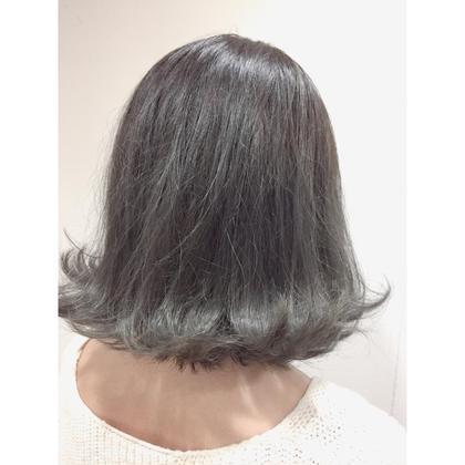 カラー ‼️圧倒的トワイライトグレージュ‼️  ワンブリーチからここまで綺麗に色が入りました✨✨  コットンカラーを使いカラーしたのに 髪がふわふわの手触りに♡