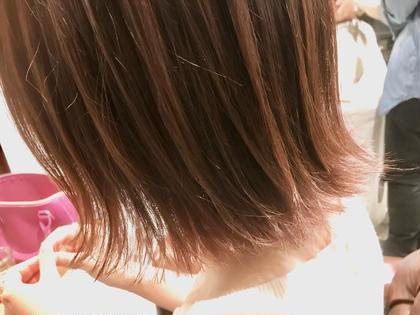 カラー ショート 外はねボブスタイル✨  毛先を軽くするとスタイリングが しやすくなります👍🏻  夏おすすめのスタイルです‼️
