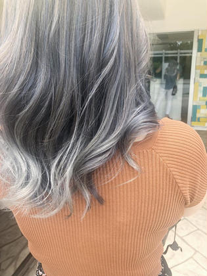 塚本真由のセミロングのヘアスタイル