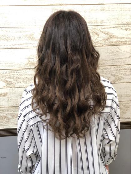 地毛は暗めのショコラブラウン エクステでミルクティブラウンの グラデにしました♩ HairSalonANELA所属・Hair SalonANELA【新宿】のスタイル