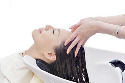 乾燥によるかゆみ・抜け毛予防には頭皮ケアに特化したヘッドスパがオススメ♪ボリュームアップにも効果的◎ 24Resort所属・24Resortまつエク&ヘッドスパのフォト