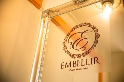 2階の入口にある鏡の看板が目印です♫ EMBELLIR所属・EMBELLIR アンベリールのスタイル