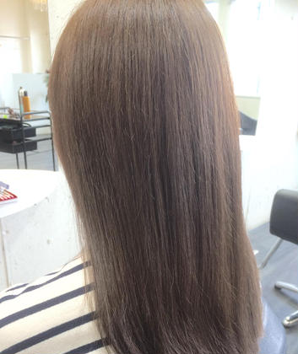 赤味を強く消した10トーンのブルージュ UP-PU  ART   HAIR所属・前田菜津美のスタイル