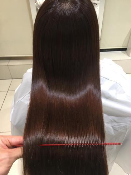 セミロング ロング 艶ツヤストレートのベリーピンク FORTEオリジナルプラチナトリートメントを するとここまで髪に艶がでますよ!