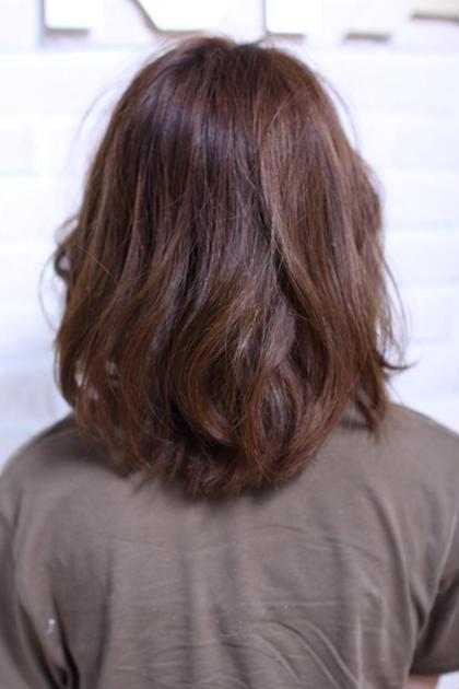 ゆるやかなナチュラルウェーブ カラーは暗めのオレンジブラウン Ash  本八幡店所属・狩野麻衣子のスタイル