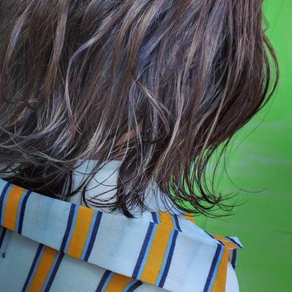 ハイライトを全体に入れさせて頂き、 オンカラーをさせて頂きました^^ 外ハネや、巻くと動きが出ます! 荒井聖隆のショートのヘアスタイル