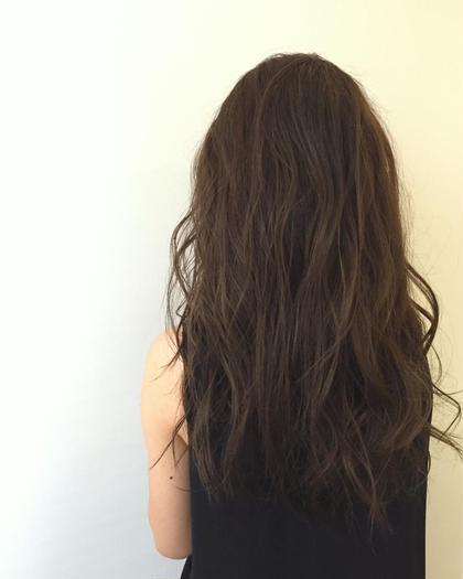 外国人風カラー✨  グレージュです!  ブリーチなしでもカラーする前が明るい髪色でしたら透明感でます☺️ Neolive所属・田島結菜のスタイル