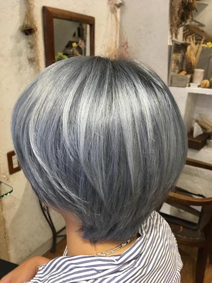 ブリーチ(フル)+フルカラー《ショートヘア限定》税込¥5500です。お得な期間限定クーポン✨ブリーチ1回無料‼️