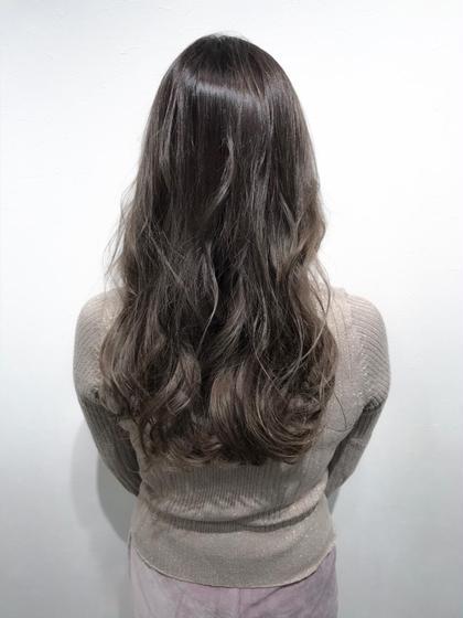 【グレージュカラー】×【バレイヤージュ】  バレイヤージュのグレージュカラーで海外風の動きのある髪色に♪   インスタグラムで、その他スタイル更新してます。 気に入ったスタイルは保存しておいてもらうと カウンセリングがスムーズです☆  instagram→@hayatoniwa