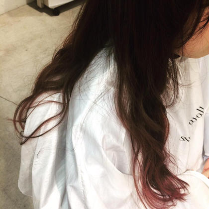 一見、毛先ピンクのグラデーションに見えますが、実は…毛先は綺麗なベージュです! そこにピンクのメッシュを散りばめてあげると 周りとは一味違うグラデーションカラーが出来上がりまーす! mellowman所属・OKABERINAのスタイル
