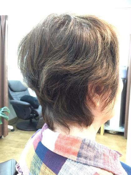 ショートスタイル、グレイカラーアッシュ系、 ハイライト R's hair所属・福田竜士のスタイル