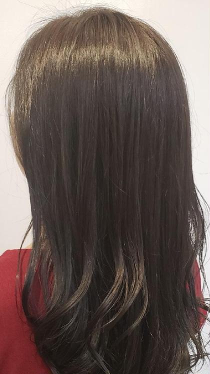 赤みや黄色みが強かった茶色をモノトーンのグレーへしました。  アドミオカラーで艶ももちもUP! 三宅智也のロングのヘアスタイル