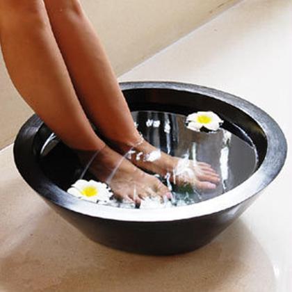 温めたお塩を使った新しいマッサージです。脚を中心にホッソリ美脚にマッサージします。脚は冷えやすいので、温めた塩でポカポカマッサージでスッキリとデトックスできますよ! 岩塩マッサージサロンBELLEN  難波所属・川崎美和のスタイル