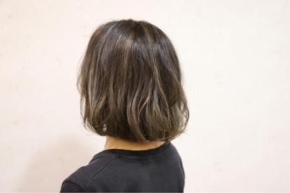 """白髪は""""隠す""""から""""活かす""""へ。 [ニュアンスハイライト]新感覚白髪染め 地肌に薬剤をつけない優しいグレイカラー"""