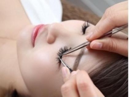 まつ毛を一本一本丁寧に施術します。事前にカウンセリング アイラッシュサロンBlanc  Luz自由が丘店所属・Blanc自由が丘店のフォト