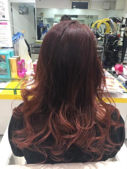グラデーションカラー♪ 赤系がお好きなお客様だったのでグラデーションの部分が引き立つように上のトップから中間にかけて暗めに、グラデーションの部分はピンクを混ぜて彩度を上げて鮮やかに仕上げました! Hair Studio   JAP所属・辻ゆうきのスタイル
