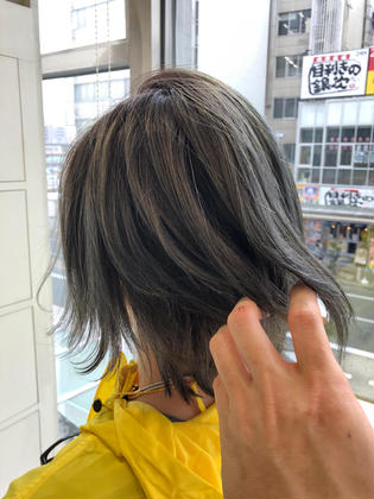 カラー ショート 透明感最高レベル⭐️  【外国人風バイヤージュヘア】  こちらはブリーチありの 外国人風カラーです。  ブリーチをするとやはり 透明感が違いますね。  ブリーチ無しでも、もちろん 透明感をだしたカラーをすることが できます。  ご希望のヘアカラーによって 一緒に相談してきめていきましょう⭐️